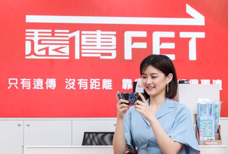 無法前往臺北跨年晚會現場的民眾,則可透過遠傳friDay影音線上收看「臺北最High新年城-2021跨年晚會」直播,一起燦笑迎新年。圖/遠傳電信提供