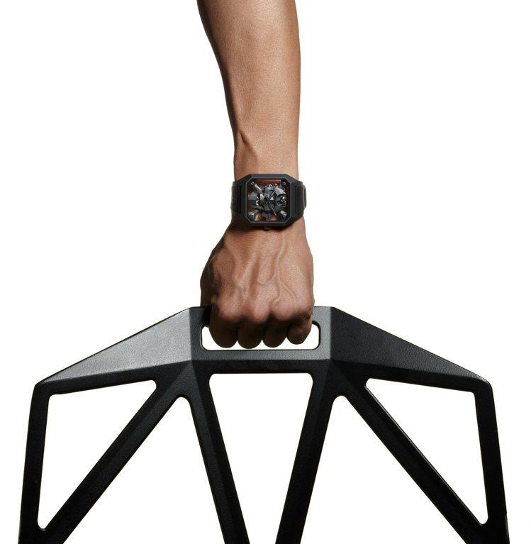 強烈鮮明的結構感,原來Cyber Skull靈感來自隱形戰機。圖 / Bell ...