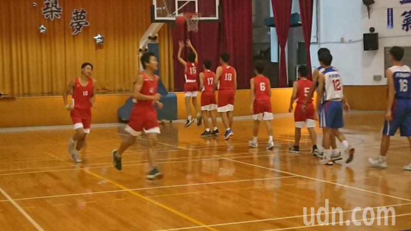彰化縣大同國中是大員林地區唯一銜接國小籃球隊的國中,球員下午練球。記者簡慧珍/攝影