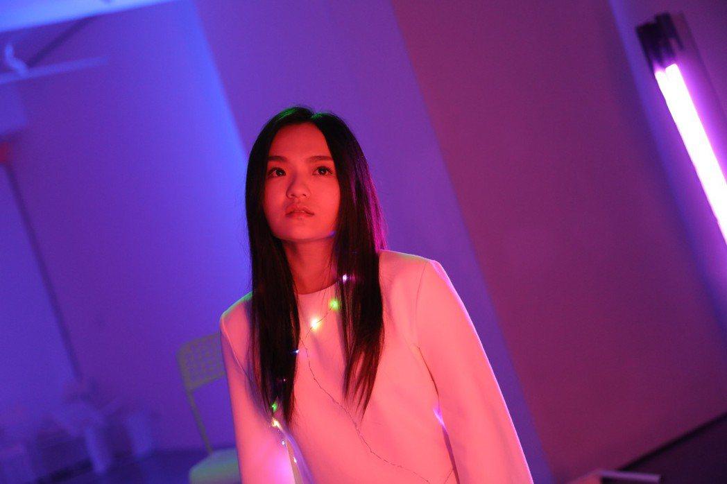 徐佳瑩為「迷失安狄」演唱主題曲「沒顏色的花」。圖/滿滿額提供