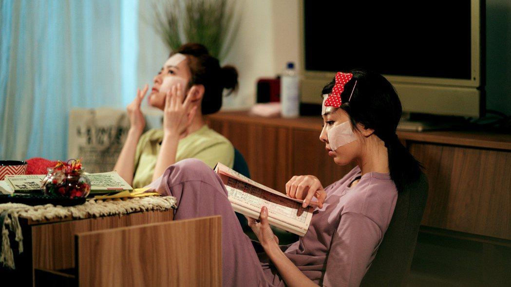 邵雨薇(右)程雅晨在「天巡者」中視閨密。圖/三立提供