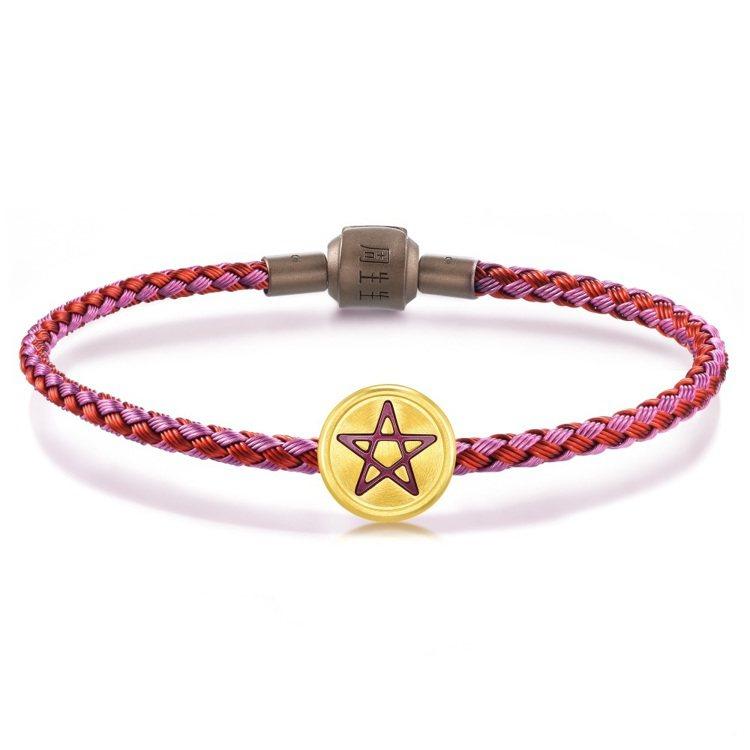 點睛品Charme「星運神話系列」錢幣足金串飾,不含皮繩,10,400元。圖/點...