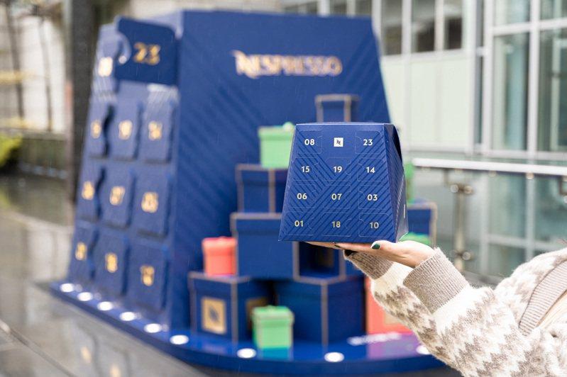 Nespresso今年首度在台販售耶誕倒數月曆,即日起o將咖啡倒數月曆「放大千倍」搬到信義街頭與大家同歡慶祝。(圖:Nespresso提供)