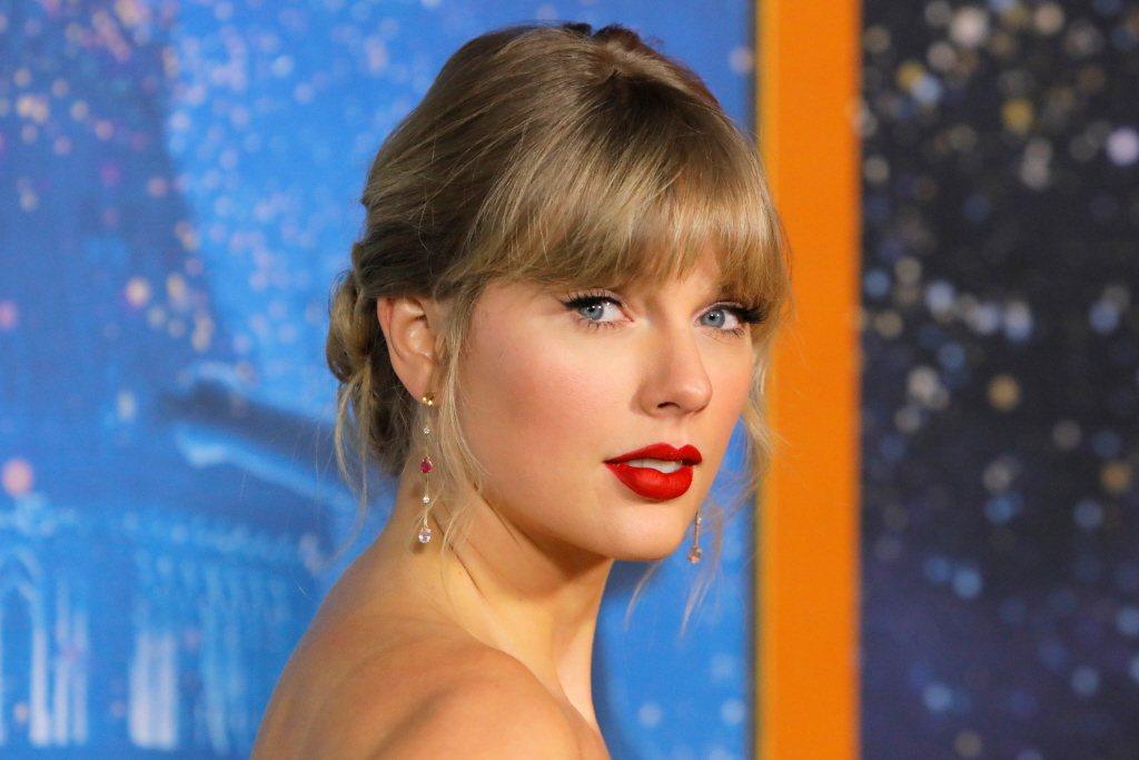 泰勒絲重唱舊曲,意外透露感情進度。圖/路透資料照片