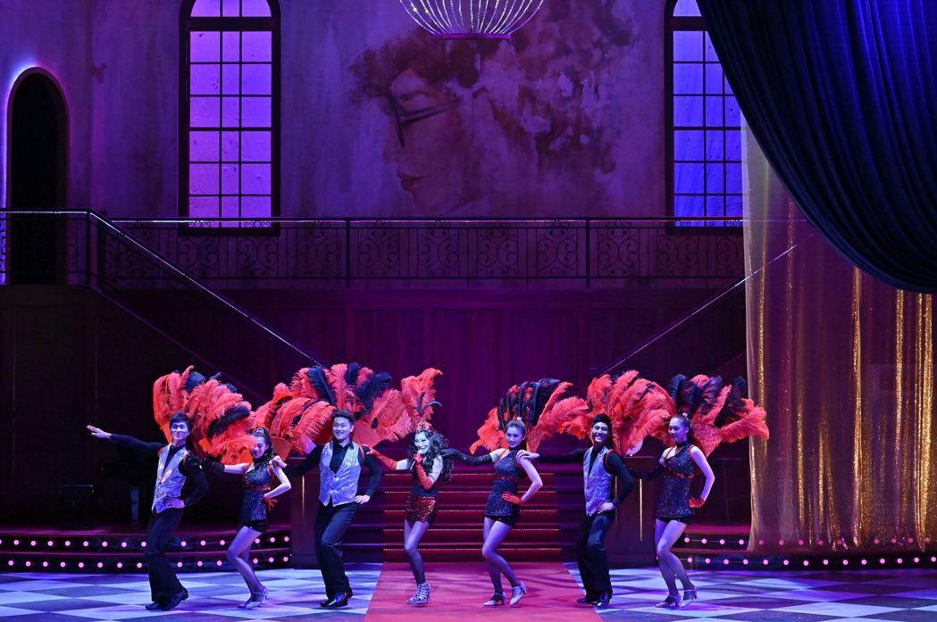 「明星養老院」一劇不惜重金打造舞台。圖/金星文創提供