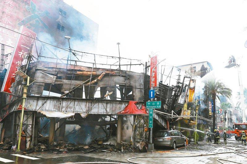 台中市中區繼光商圈一福堂老店有92年歷史,不幸付之一炬。記者黃仲裕/攝影