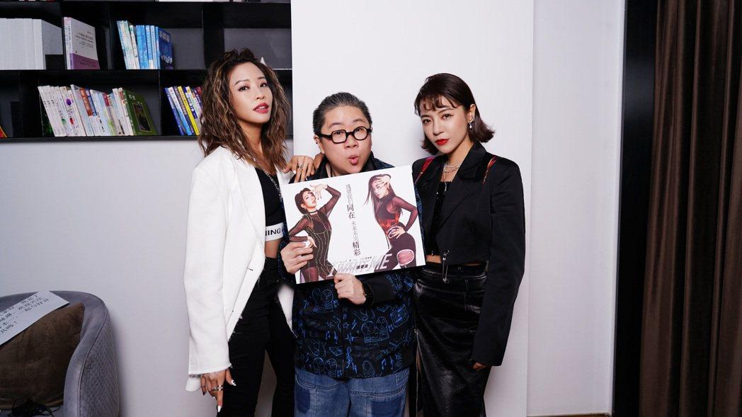 袁詠琳(左)、丁噹(右)接受toto訪問。圖/POP Radio提供