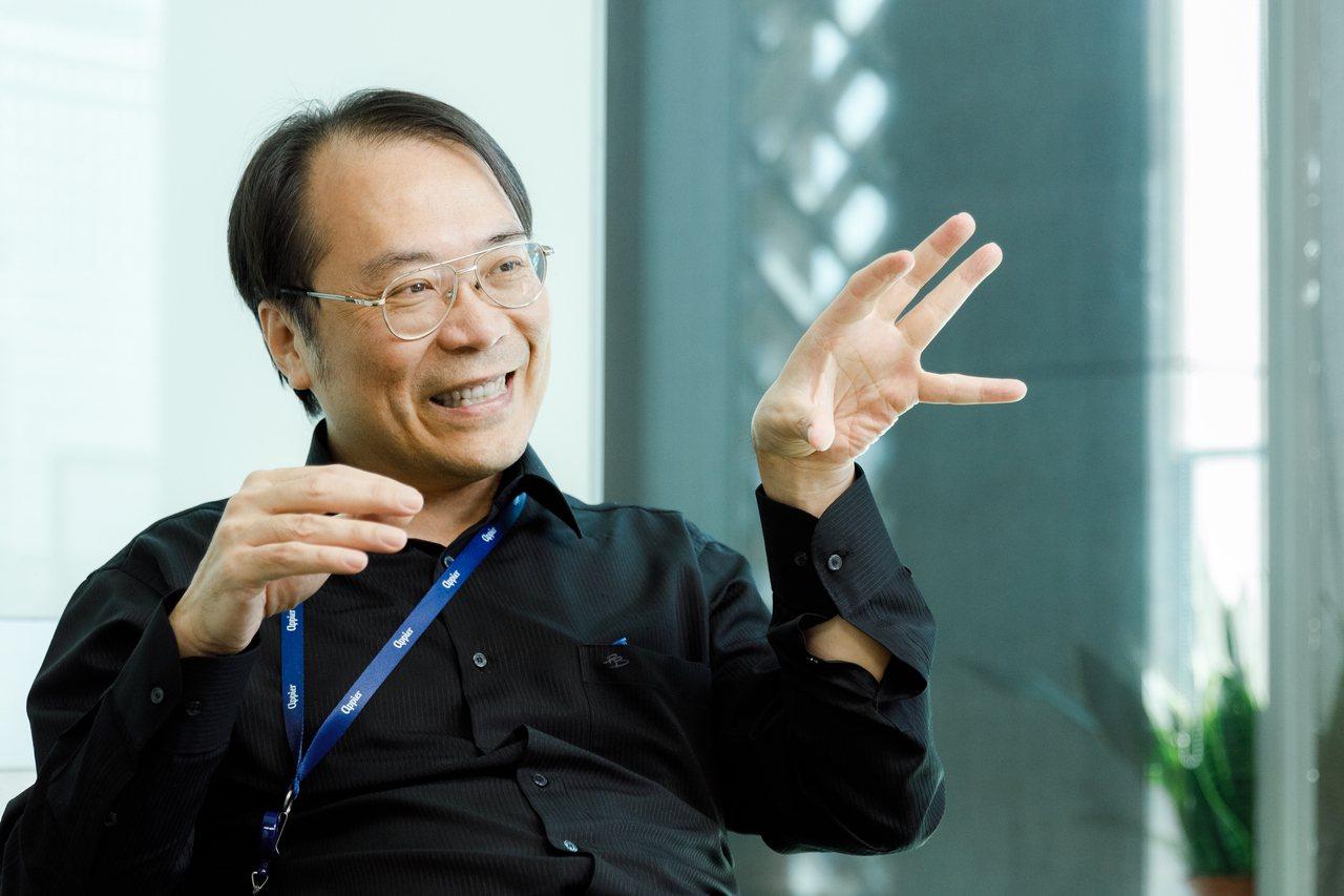 簡立峰將自己的心理年齡設在45歲,自豪是少數沒有煩惱的人。記者陳軍杉/攝影