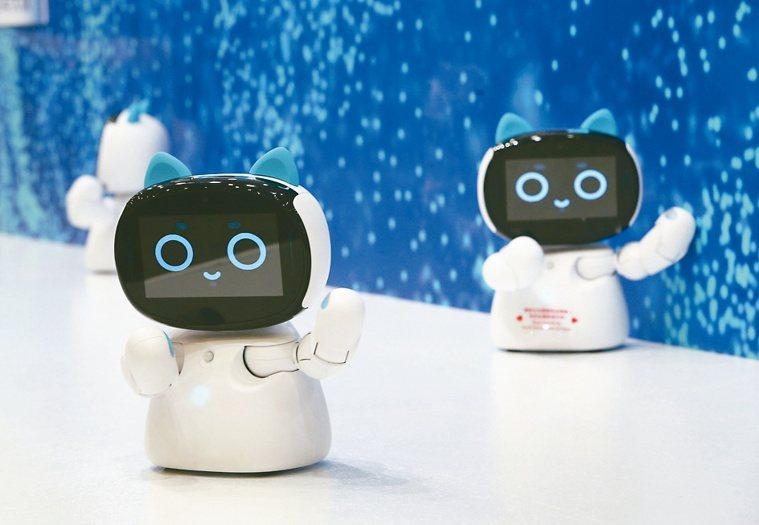 AI機器人「Kebbi」是照護長輩好幫手。記者曾吉松/攝影
