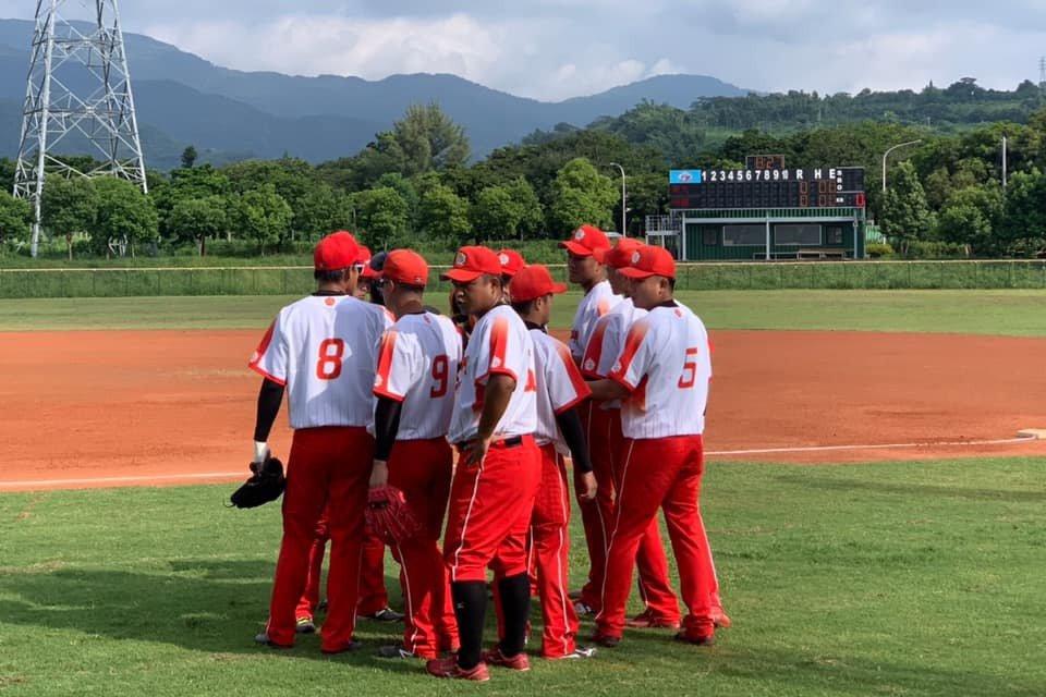 爆米花棒球聯盟例行賽已進行兩個月,綺麗珊瑚隊開賽至今一勝難求,苦吞19連敗。 截