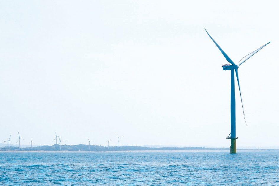 經濟部能源局預計今年底公布離岸風電第三階段遊戲規則,多家業者有意搶進。 本報系資...