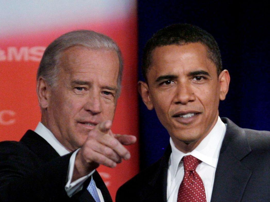 美國前總統歐巴馬與前副總統拜登(右),此為2008年檔案照。圖/路透