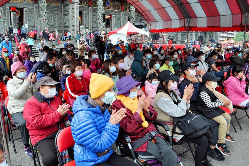 醒吾科大表演藝術系師生勁歌熱舞,滿滿觀眾拍手不停歇。 校方/提供