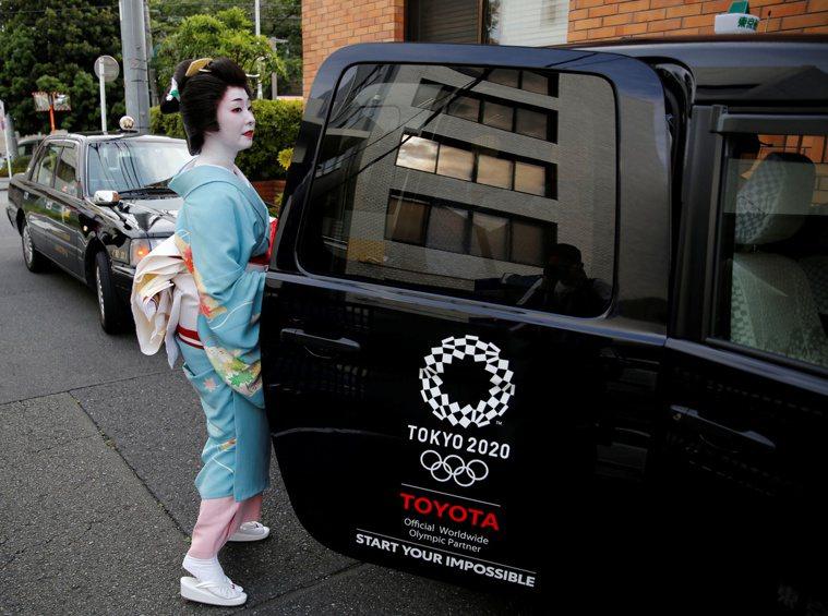 日本關西19家計程車業者跟進東京都業者,只要乘客無正當理由拒戴口罩,業者將可拒絕...