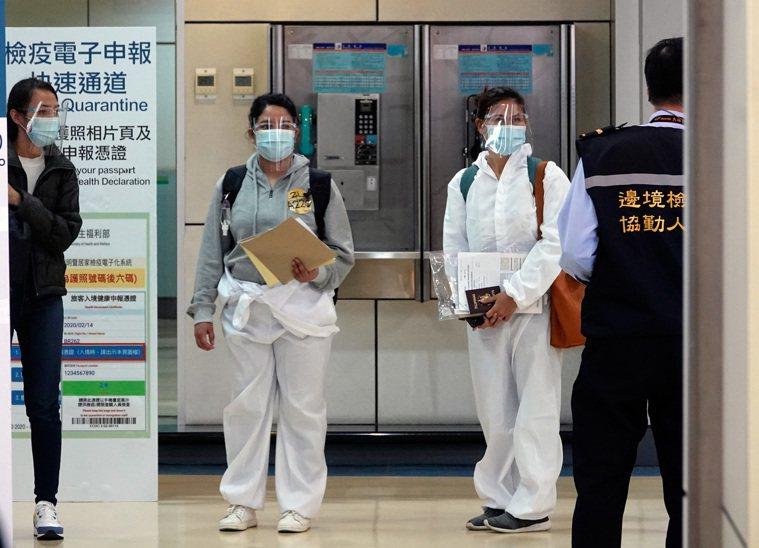 中央流行疫情指揮中心昨天公布國內新增14例境外移入新冠肺炎確定病例,其中13例自...