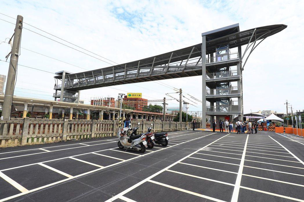 甲后停車場暨大甲火車站人行跨越橋的停車場。圖/台中市交通局提供