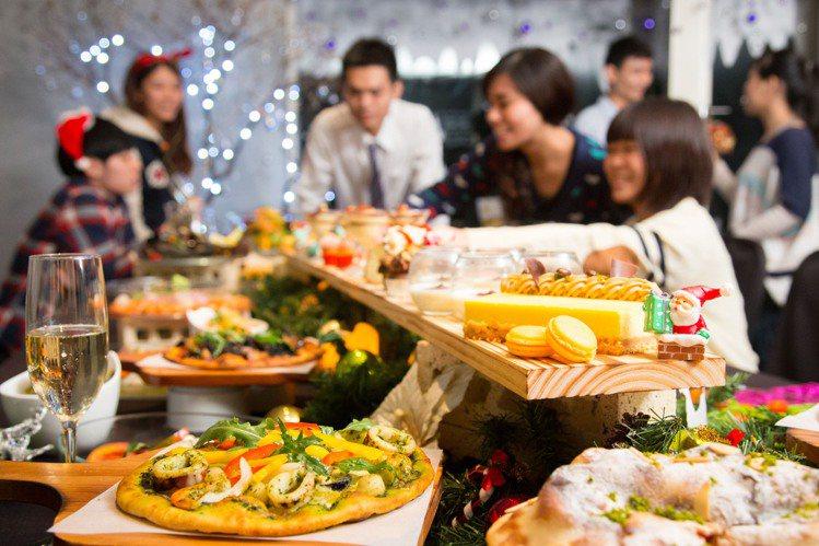 使用振興券支付,可享義饗食堂平日買一送一。圖/晶華酒店集團提供