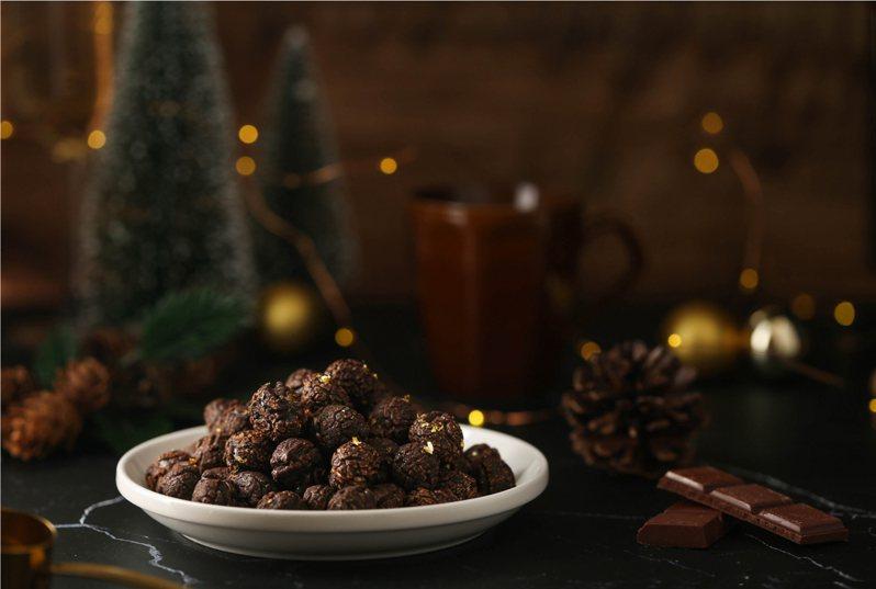 Magi Planet星球工坊本季特別以冬日經典的甜食和鍋物為概念,將巧克力結合純度99.9%日本食用細雪金箔推出「極奢金箔巧克力爆米花」。 圖/Magi Planet星球工坊提供