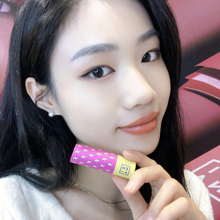3INA FUN肆玩色唇膏/#114栗子楓糖薑餅。圖/3INA提供