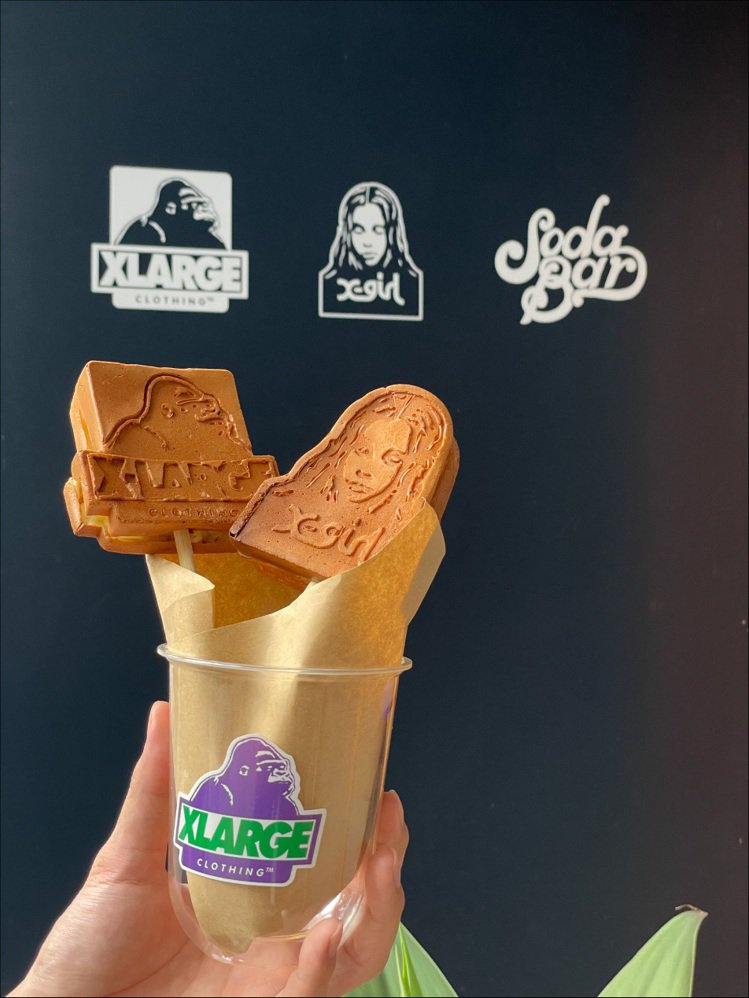 XLARGE和咖啡弄合作,推出期間限定特製鬆餅。圖/XLARGE提供