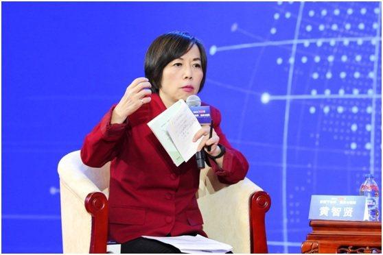 資深媒體人黃智賢主持今年大陸官媒環球時報的年會。圖/取自環球時報