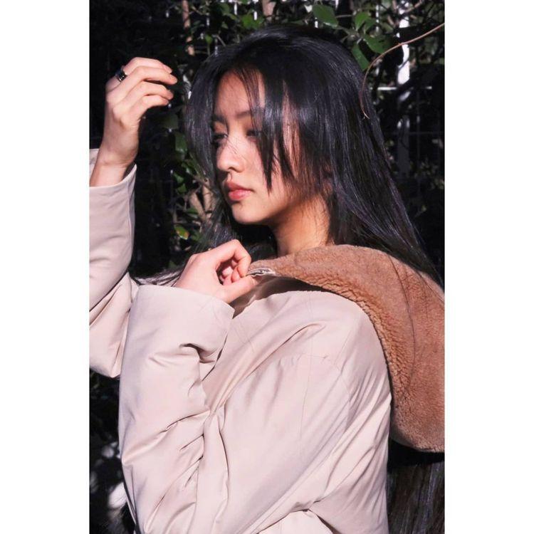 木村光希穿Loro Piana防風防雨羊絨雙面外套。圖/取自IG