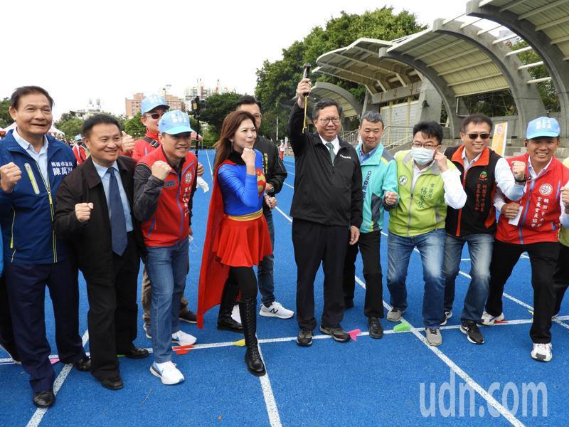 創意親子蔬跑嘉年華,今天在桃園市平鎮高中開跑。記者高宇震/攝影