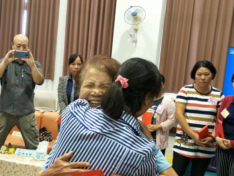 根據衛福部統計,台灣單親型態的家庭近20年幾乎翻了一倍,圖為寒梅基金會舉辦活動,扶助單親媽媽。圖/聯合報系資料照片