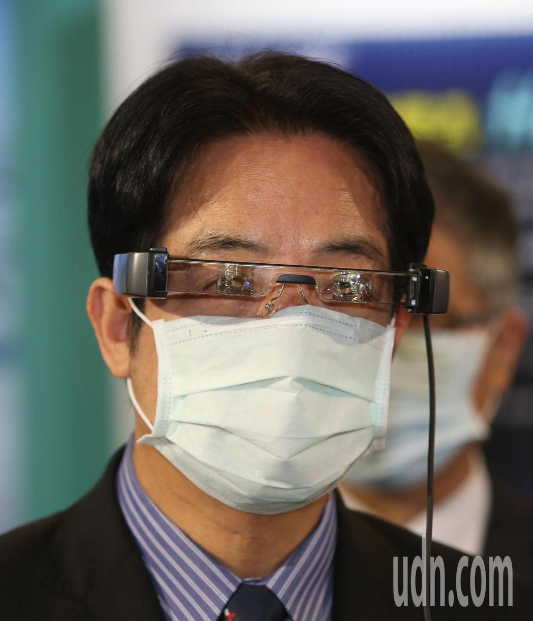 副總統賴清德(圖)下午在台北市電腦公會榮譽理事長童子賢陪同,參觀資訊月展覽。記者...
