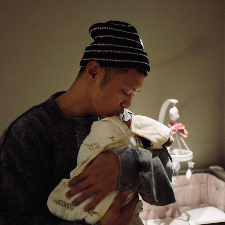 余文樂2胎女早產,提前來到這世界,他也甜蜜喊「小情人」。圖/摘自IG