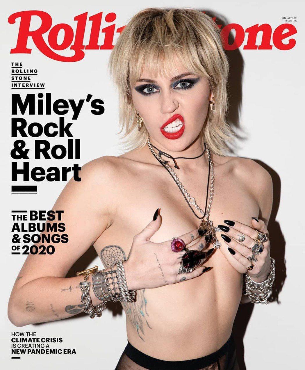 麥莉在最新「滾石」封面再度裸上身、清涼入鏡。圖/摘自Instagram