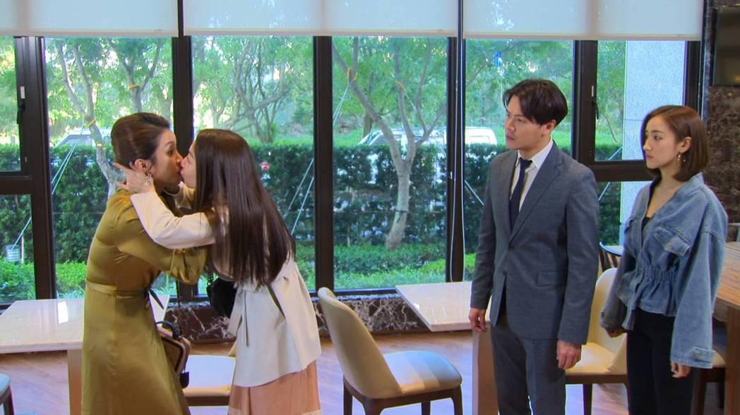 賴慧如(左)被張家瑋強吻,黃文星、夏宇禾傻眼,不知2女搞什麼鬼。圖/民視提供
