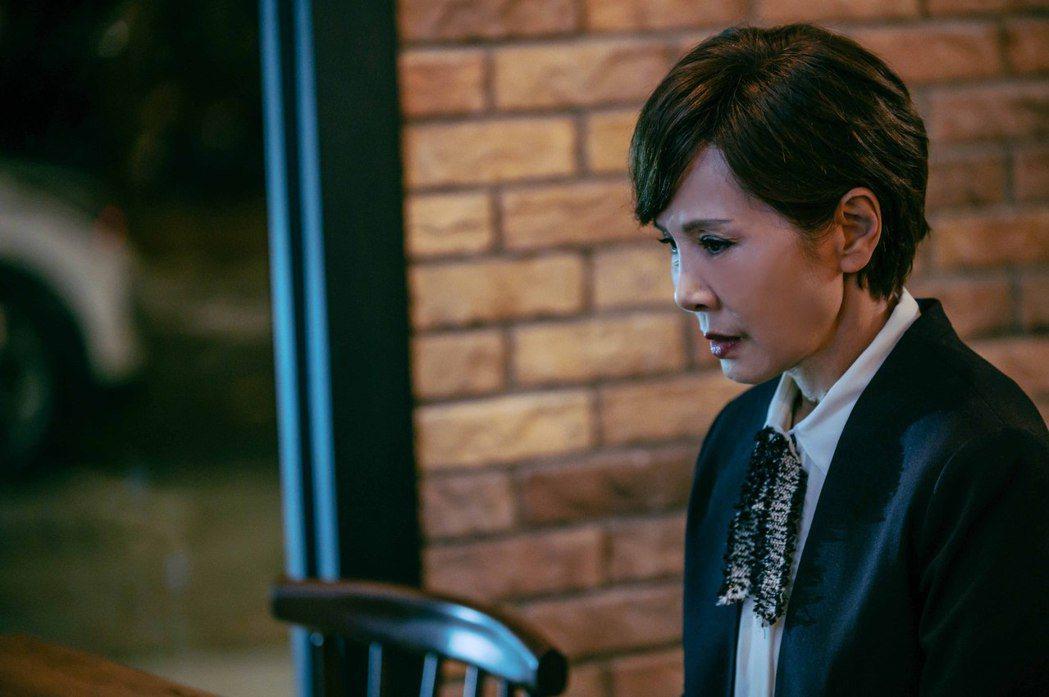 昔日邵氏女星的林秀君在「粉紅色時光」中,一幕與戲中丈夫一言不合,黯然獨自留在餐廳