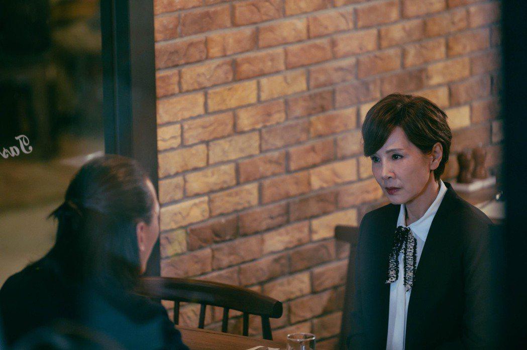 林秀君(右)、單承矩在「粉紅色時光」中飾演夫妻。圖/TVBS提供