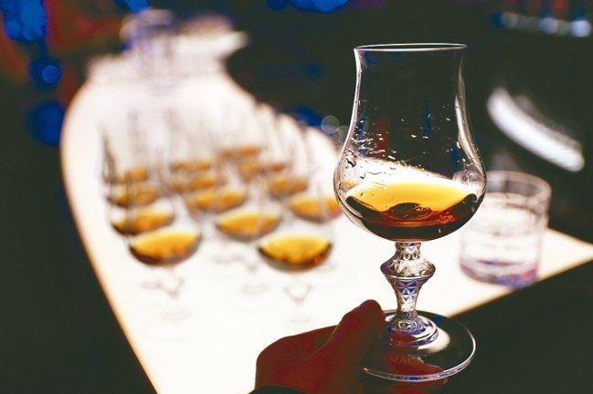 雪莉桶陳威士忌因味香質地飽滿,能與各種菜色和合交融,遂而備受喜愛。圖/葉怡蘭提供