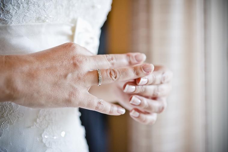 國外有位兩性專家曾在演講時曾公開發表:「男人外遇是為了要維持婚姻,女人外遇是為了...