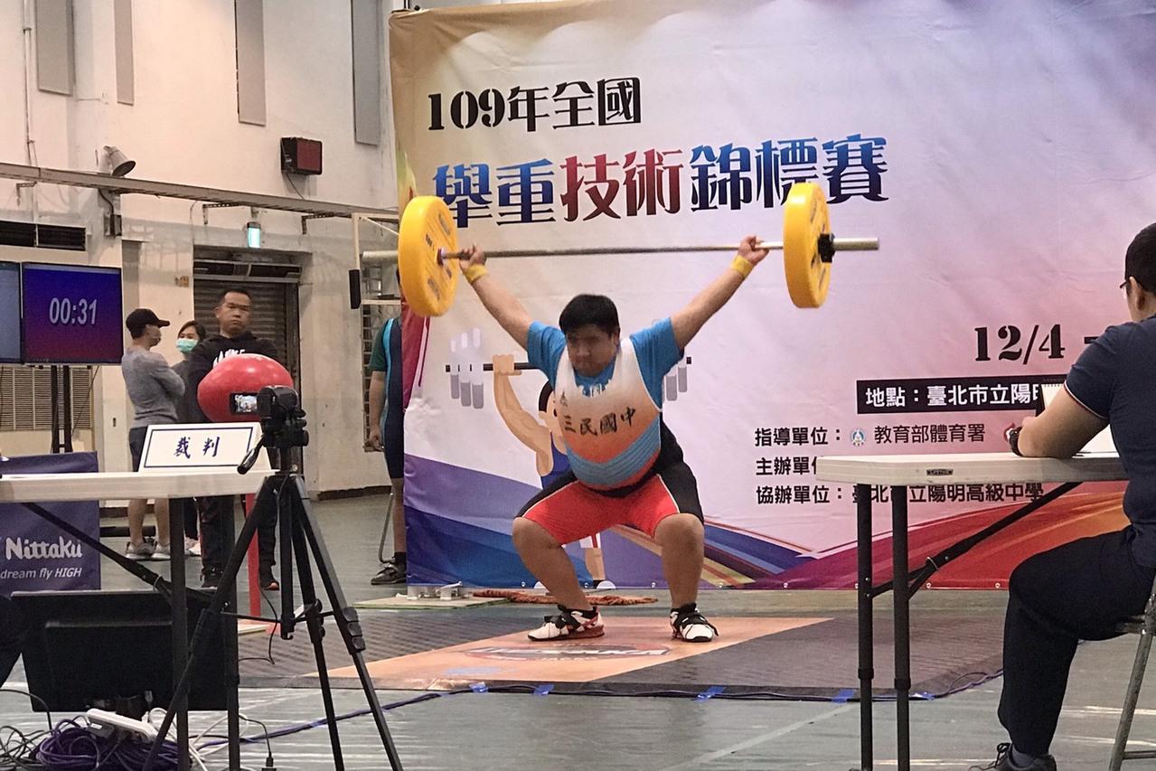 舉重/全國技術錦標賽 三民國中新秀一舉成名