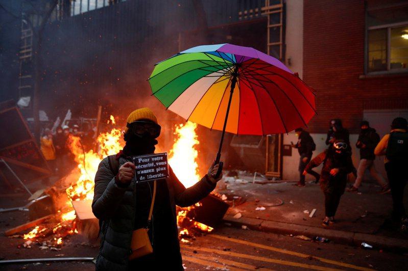 法国民众抗议新通过的「整体安全法」爆发全国示威。 路透社(photo:UDN)