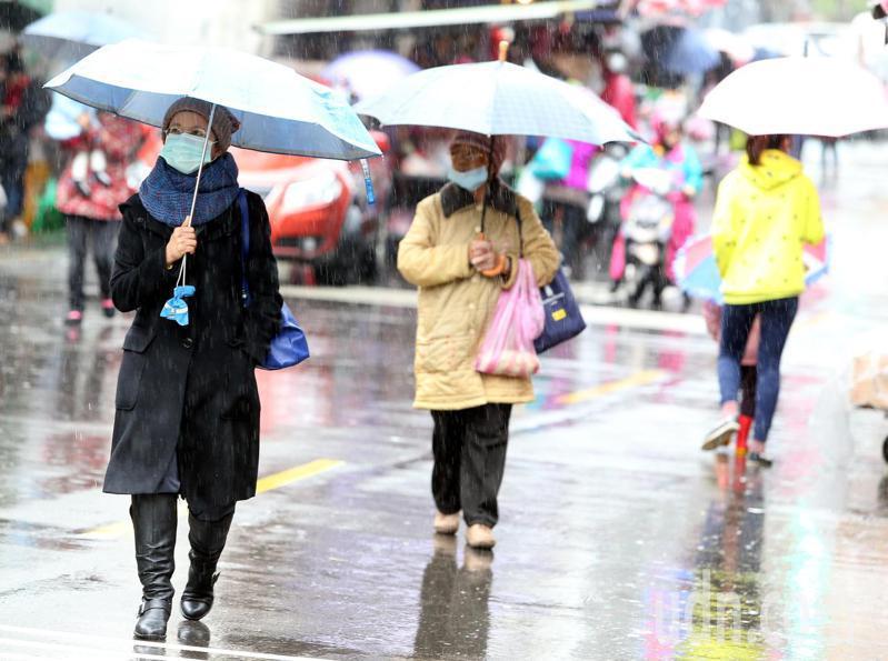 北部、東半部雲量較多又持續有下雨的狀況,濕涼的狀態讓回溫的感受不是太明顯。本報資料照片