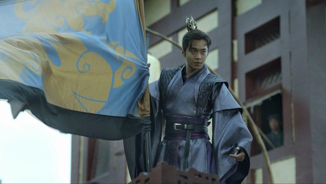 張若昀在「慶餘年」中帥氣插旗。圖/中視提供