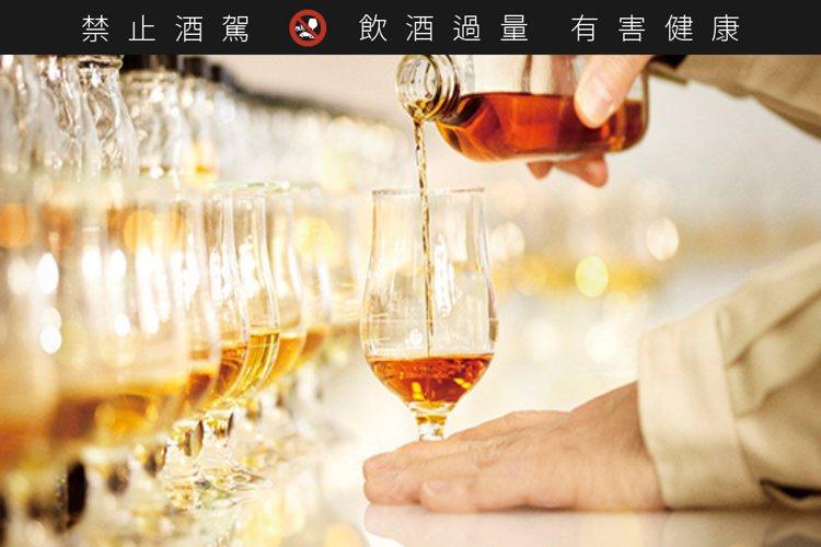 「碧」出自三得利首席調酒師福與伸二之手。圖/摘自Suntory官網。提醒您:禁止...