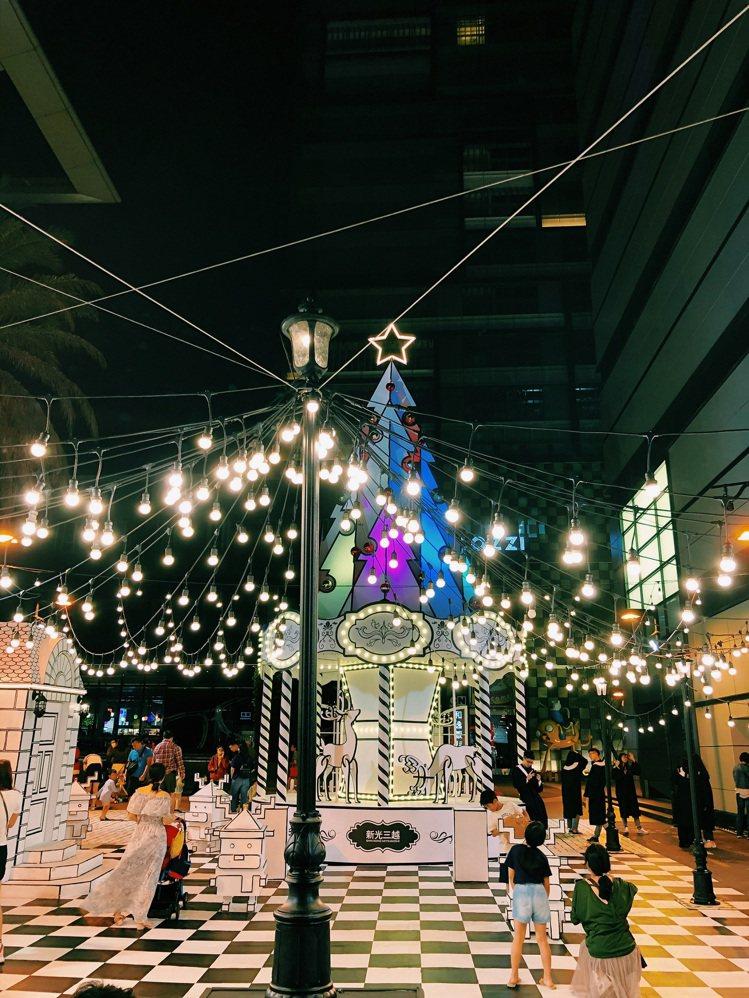 新光三越台南新天地「2D耶誕大道」。圖/新光三越提供