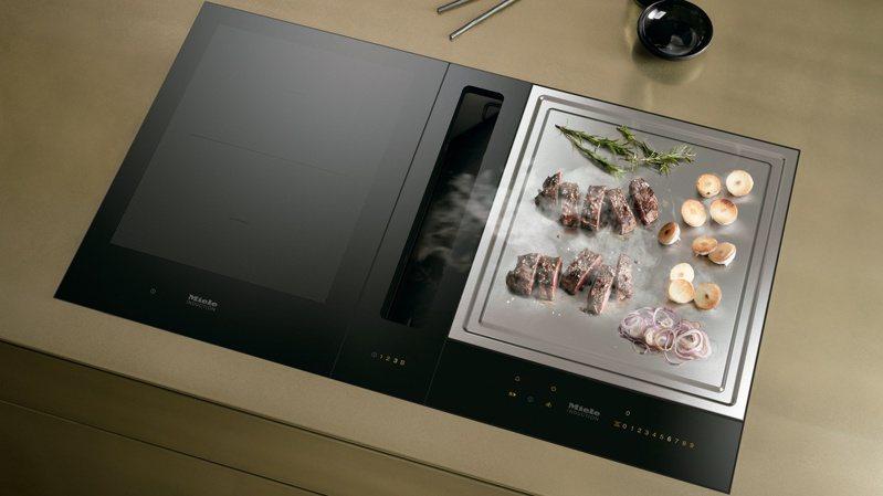 感應鐵板燒能在短時間內快速升溫.分為前後兩個加熱區,可各自調整所需溫度,同時料理多道精緻食材,成就絕佳視覺與味覺饗宴。圖/嘉儀企業提供