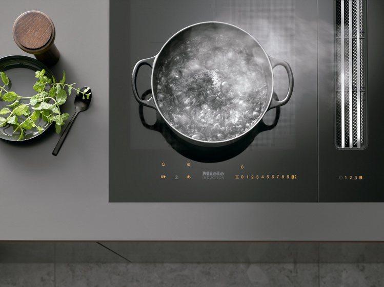 TwinBooster可將兩個烹飪區的火力集中到同一區,最大可達7,000瓦;亦...