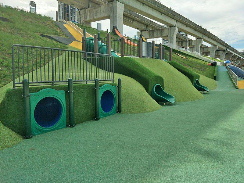 新北水道節取消後,990萬經費挹注新北大都會公園溜滑梯工程。圖/新北高灘處提供