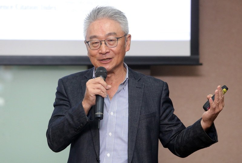 「AI會取代醫師嗎?」陽明大學醫務管理研究所教授唐高駿說,仍不可能。記者胡經周/攝影