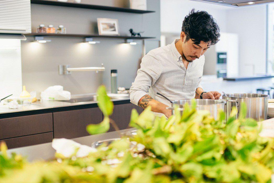 Embers餐廳主廚郭庭瑋認為,身為一個廚師,是將土地所蘊藏的各種不同族群與樣貌...