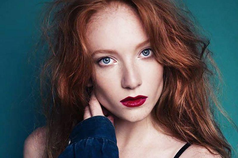 刺死丈夫的26歲名模身影常見於各國雜誌以及俄羅斯版Vogue雜誌封面,她也曾擔任俄羅斯高級服飾代言人。圖/取自mirror