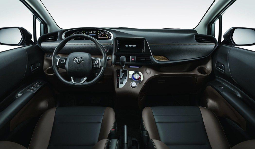 內裝採用全新黑棕雙色設計,提升車室質感。 圖/和泰汽車提供