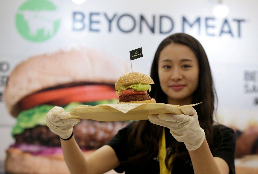 「新豬肉」也可聯繫到Impossible Burger或Beyond Meat的素食漢堡。 圖/路透社